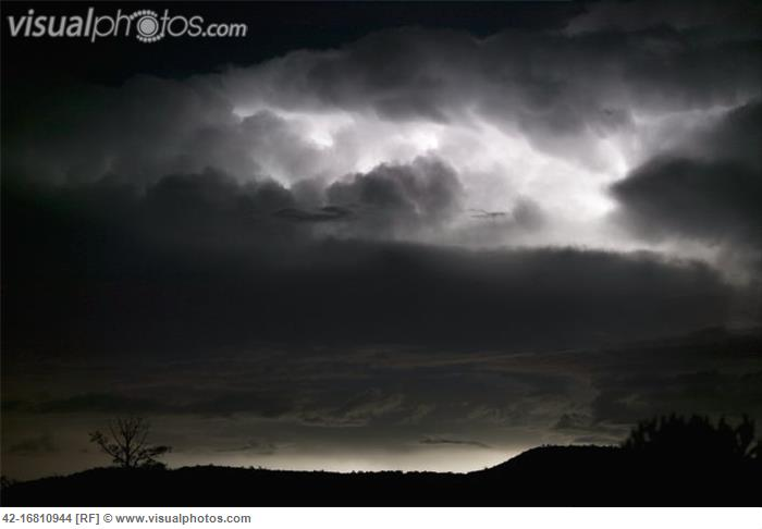 Lighting_in_a_black_sky_42-16810944