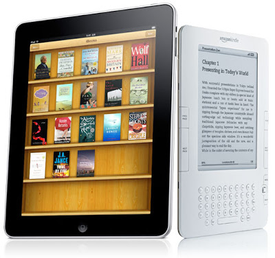 Apple-ipad-tablet-vs-amazon-kindle-ebook-reader-ereader