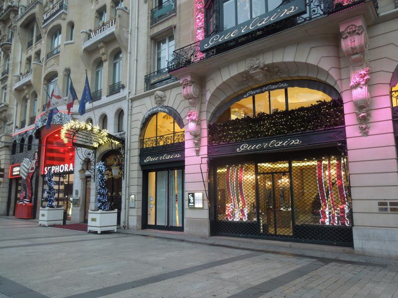 Champs-Élysées_Shops_in_Paris _France